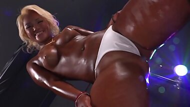 Tanned ?? White Girl Blackface - 1080p FHD gal jav dance tan chav